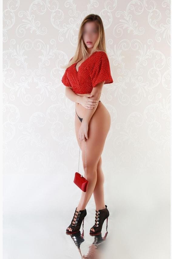 Rebeca-una-escort-con-encanto-en-Mujeresconclase