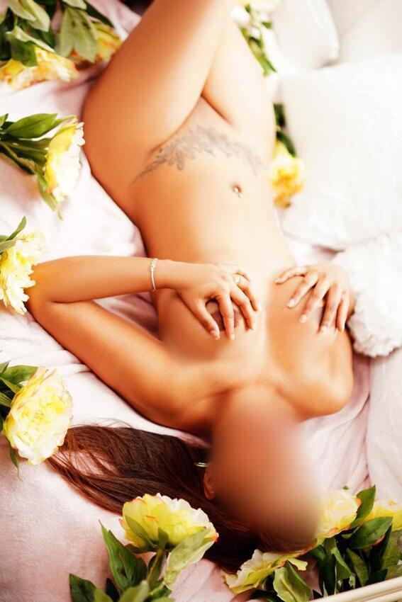 Isa-una-indecente-escort-muy-deseosa-de-sexo