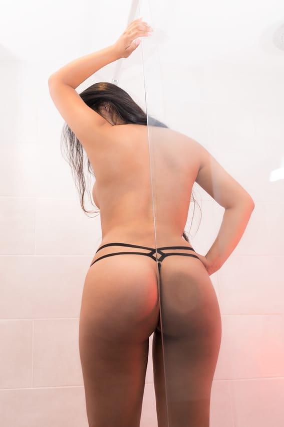 paula-chica-escort-de-lujo-en-malaga